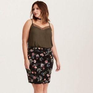 Torrid black velvet floral mini skirt 00